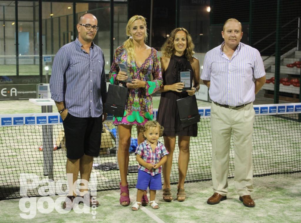 trofeo torneo locales almeria Bele%CC%81n Berbel Eva Valverde padelgood Finaliza el I Open de Pádel Locales Almería con victoria de Paquito Navarro y Xiki Cepero.