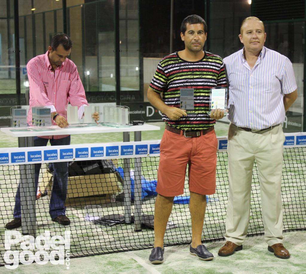 trofeo10 torneo locales almeria padelgood Finaliza el I Open de Pádel Locales Almería con victoria de Paquito Navarro y Xiki Cepero.