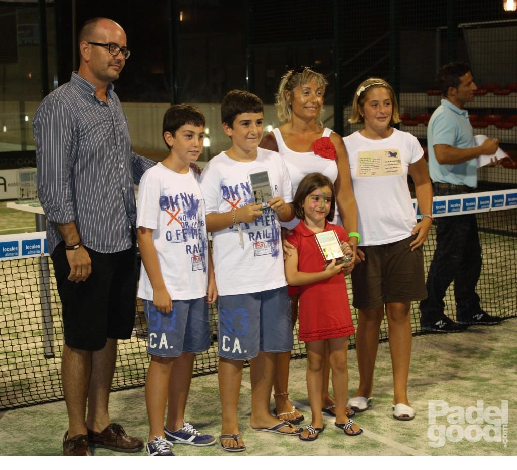 trofeo5 torneo locales almeria padelgood Finaliza el I Open de Pádel Locales Almería con victoria de Paquito Navarro y Xiki Cepero.