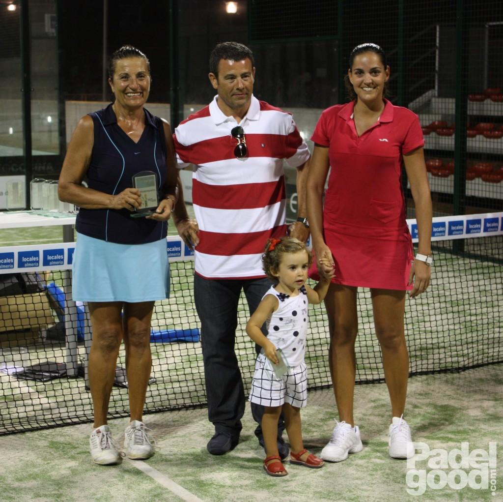 trofeo8 torneo locales almeria padelgood Finaliza el I Open de Pádel Locales Almería con victoria de Paquito Navarro y Xiki Cepero.