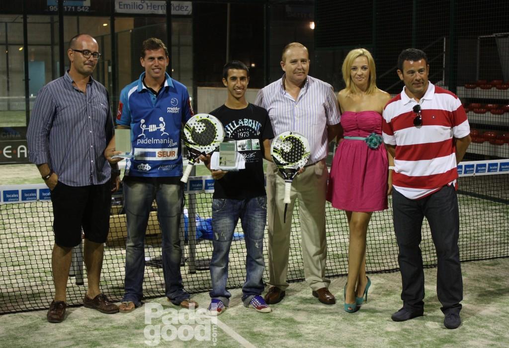 trofeos14 Finaliza el I Open de Pádel Locales Almería con victoria de Paquito Navarro y Xiki Cepero.