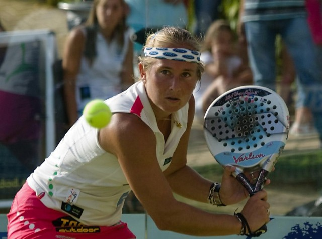 Carolina Navarro Padelgood e1318612498865 Carolina Navarro y Vanessa Zamora en el Tenis & Padel La Colina (Torremolinos)