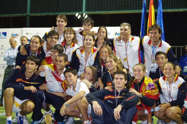 Mundial Menores 2011 Seleccion espan%CC%83ola Padelgood Mundial Menores: Seleccion Española con los Navarros Iñigo y David campeona del mundo
