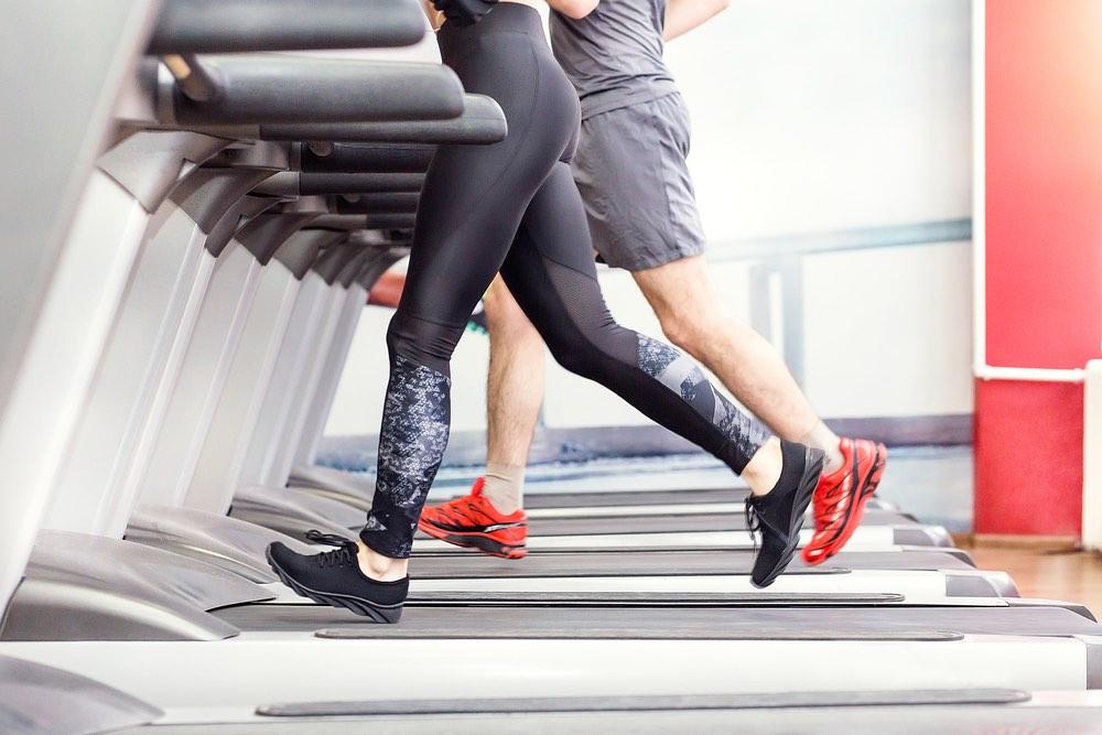 Cinta de correr Ventajas y beneficios del entrenamiento con máquinas de cardio