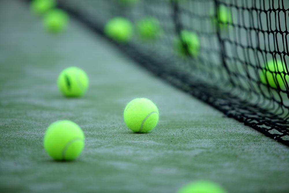 Pelota padel El pádel, una cancha en la que también entran tenistas
